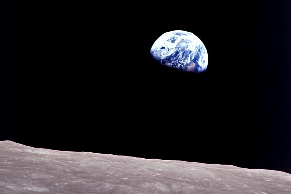 APOLLO 8: dalla Terra alla Luna, quando la fantascienza diventa realtà saturno 5