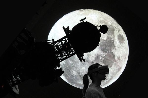 """<span style=""""color: #dabc74;"""">The Moon. <br>Dal Cielo del Planetario alla Realtà Virtuale"""