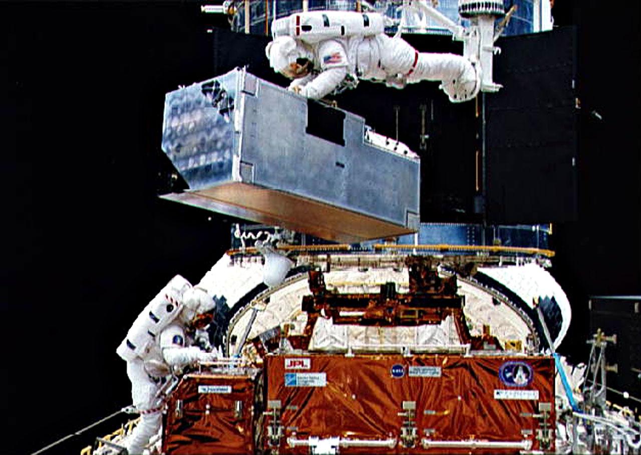 30 anni di Hubble Space Telescope 1990, 24 aprile1990, 30 anni, 30 anni Hubble, Alessia Cassetti, compleanno hubble, ESA, HST, Hubble, Hubble Space Telescope, LOfficina, lofficina del planetario, NASA, news, news LOfficina, Space Shuttle, spazio, telescopio